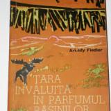 Carte Geografie - ARKADY FIEDLER - TARA INVALUITA IN PARFUMUL RASINILOR