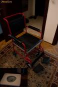 scaun cu rotile cu plosca (vas WC) foto