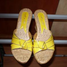 Papuci, platforme, sandale, Galbene din lac, nr. 38, NOI! - Sandale dama, Marime: 36.5, Bronz