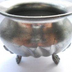 Obiecte vechi-Zaharnita belgia (metal gri)- 5.5 cm inaltime si 7 cm diametru - Metal/Fonta