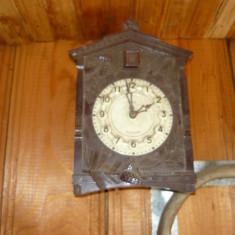 Pendula ceas cu cuc cu greutati metalice
