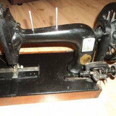 Masina de cusut - veche ( cca 100 ani)