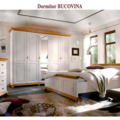 Dulap dormitor - Dormitor cu pat dublu din lemn masiv de rasinoase