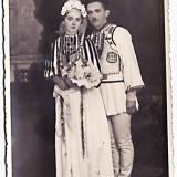 Poiana Sibiului,Sibiu,fotografie cu mirele si mireasa in costume populare,perioada interbelica