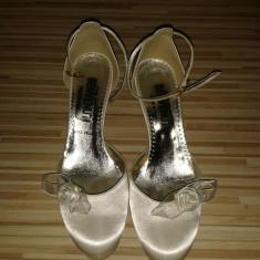 Pantofi nunta Benvenuti. Foarte comozi, toc mic, purtati o singura data. - Pantof dama Benvenuti, Marime: 37, Culoare: Alb, Alb