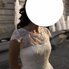 Rochie de mireasa printesa - Rochi de mireasa (second hand) purtata doar 6 ore!!!!!!corset drept spate. lungime 160 cm. talie 69 cm. piept 89 cm. umeri 33 cm. crinolina.paiete
