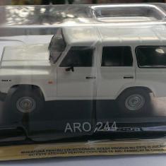 Macheta auto, 1:43 - Macheta metal DeAgostini ARO 244 noua+revista Masini de Legenda nr.39