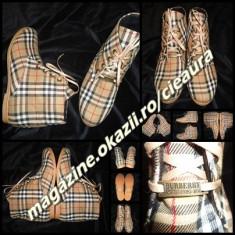 GHETE FARA TOC DAMA firma BURBERRY CAPTUSITE PANZA DUBLATA SIRET IMPRIMEU CLASIC - Ghete dama Burberry, Marime: 38, 40, Culoare: Din imagine, Textil