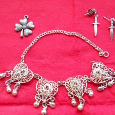 Frumos lot Bijuterii Vechi Filigran si cu Pietre ( Bratara filigran, medalion, cercei )