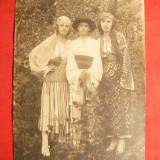 Fotografie 3 Tinere in costum popular , interbelica