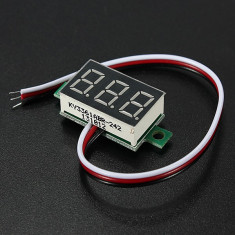 Voltmetru digital cu leduri rosii, 2.5 - 32 V, foarte precis, 3 digit si 3 fire