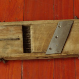 Veche razatoare din lemn si metal pentru treburile gospodaresti !!! - Metal/Fonta