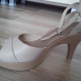 Sandale Leonardo bej din piele; platforma + toc; in stare foarte buna; livrare gratuita in Cluj Napoca