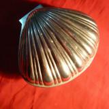 Caseta veche in forma de Scoica - metal argintat, dim.=11, 5x 9, 7x 9, 5 cm - Metal/Fonta