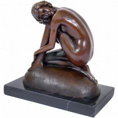 FEMEIE DEZGOLITA- STATUETA DIN BRONZ PE SOCLU DIN MARMURA - Sculptura