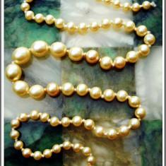 AuX: Superb LANTISOR vintage de dama confectionat din sirag de margele (imitatii de perle) si inchizatoare din argint .925, necesita o mica reparatie!