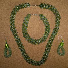 Set colier cu bratara si cerceti din margele handmade de culoare verde - Set bijuterii handmade si fashion
