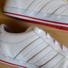 Adidasi barbati - Adidasi Adidas Neo Label piele naturala perforata; marime 42; impecabili, ca noi