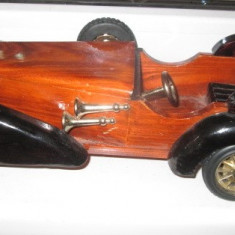 Macheta auto - Masina mare de epoca din lemn si roti din plastic marcata: Heritage Mint.LTD.