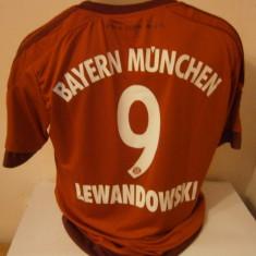 Set echipament fotbal - TRICOU BAYERN MUNCHEN LEWANDOWSKI SEZON 2015-2016 MARIMI M si L