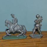 Lot 2 figurine soldatei de metal/plumb ( calare si pe jos), 5cm si 5.5x6cm - Colectii