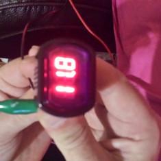 Mini voltmetru auto cu afisaj digital 12/24 V