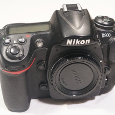 DSLR Nikon, Body (doar corp), 12 Mpx - Aparat foto Nikon D300, 45k actionari
