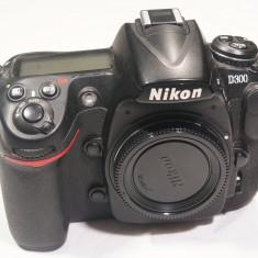 Aparat foto Nikon D300, 45k actionari - DSLR Nikon, Body (doar corp), 12 Mpx