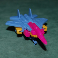 Figurina jucarie avion care se desface intr-un fel de robot, plastic, 7 cm nedesfacut, colectie, decor - Surpriza Kinder