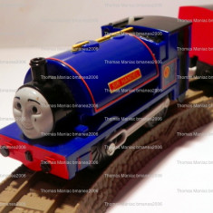 Trenulet de jucarie, Plastic, Unisex - TOMY/TrackMaster trenulet baterii jucarie - Thomas locomotiva SIR HANDEL cu 2vag