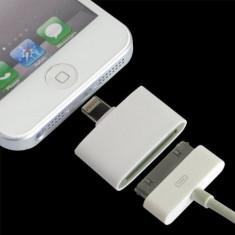 Adaptor Apple de la 8 pini la 30 pini pentru Apple iPhone 5, iPod Touch 5, iPod Nano, Mini iPad sau iPad 4