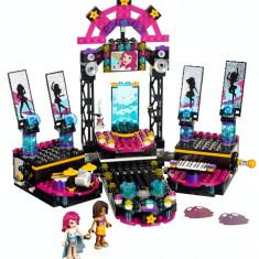 LEGO® Friends Scena de spectacol a vedetei pop - 41105