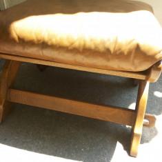 Mobilier, Scaune - Scaun vechi, din lemn, taburet, cu perina, german