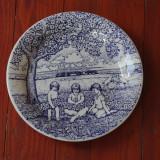 Farfurie deosebita din portelan  - pictata manual - semnata Sekinger - copii sub copac la tara !!!!