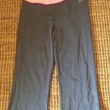 Pantaloni de dama, capri 3/4 Nike, mas. XL, Culoare: Gri, Articole mulate