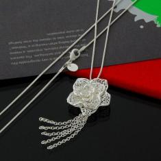 Colier argint 925 forma florala; 56 cm lungime colier, 3 cm element floral