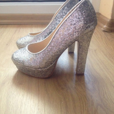 Pantofi dama - PANTOFI ELEGANTI CU TOC GROS CU PAIETE ARGINTII SCLIPITORI DEOSEBITI MARIME 35
