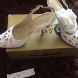 Pantofi tip sanda, pantofi decupati, ideali ocazii, nunta, marimea 37, Guban - Pantof dama, Culoare: Alb, Piele naturala