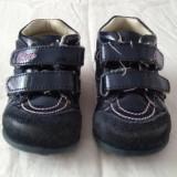 Adidasi fetite primii pasi din piele CHICCO marimea 19