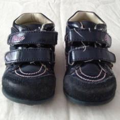 Adidasi fetite primii pasi din piele CHICCO marimea 19 - Adidasi copii, Culoare: Din imagine, Fete, Piele naturala