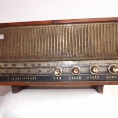 Aparat radio - Aparat de radio vechi, cu 7 tranzistori, pe baterii.Nu functioneaza.