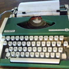 Masina de scris verde