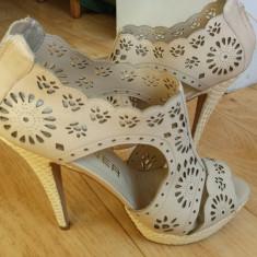 Sandale dama, Piele naturala - Sandale din piele cu platforma firma WERNER marimea 39, sunt noi!