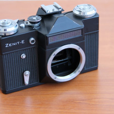Aparat Foto cu Film Zenit - Aparat foto SLR Zenit E pe film- Doar body si toc piele