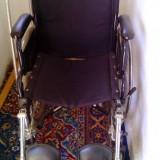 Scaun cu rotile pentru deplasare persoane cu dezabilitati