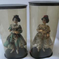 Pereche de papusi vechi, marcate Romania, suport de plastic, stare buna, de colectie - Figurina/statueta