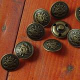 lot 9 bucati --- nasturi din metal model cu blazon / stema !!!!