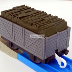 TOMY - Thomas and Friends - TrackMaster - Vagon gri incarcat cu ardezie - Trenulet de jucarie Tomy, Plastic, Unisex