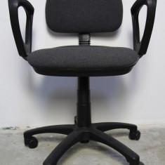 Scaun birou - Scaun de birou cu tapiterie din stofa; Scaun reglabil pe roti