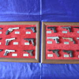 Frumoasa Colectie 18 Pistoale in miniatura, machete din fier.Pistol, Arme Decor!